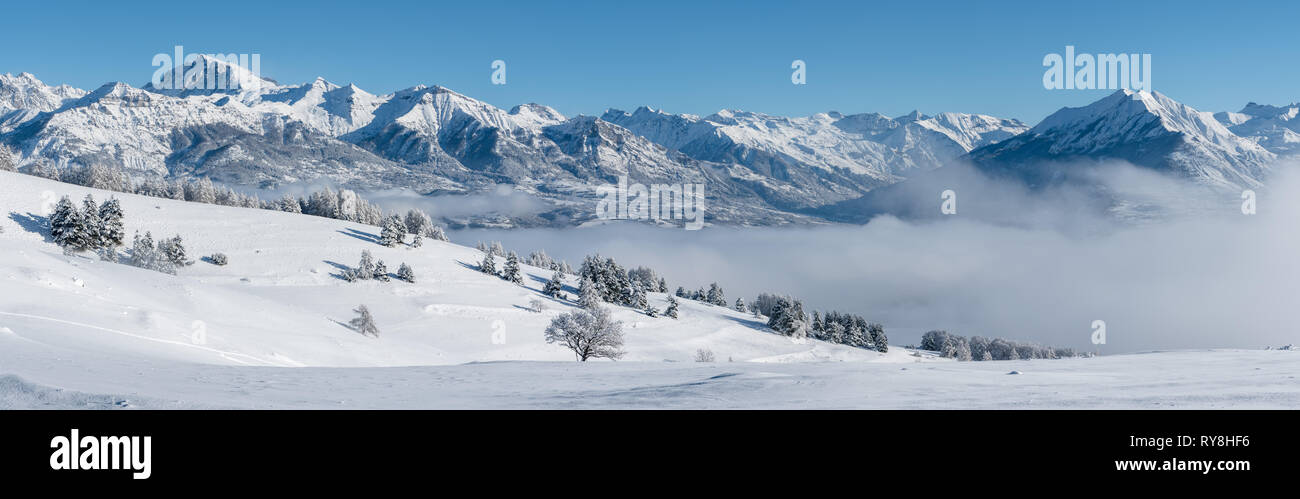 Champsaur Valley, Hautes-Alpes, European Alps, France: Panoramic Winter view on the valley with Chaillol Peak and Autane mountain range - Stock Image