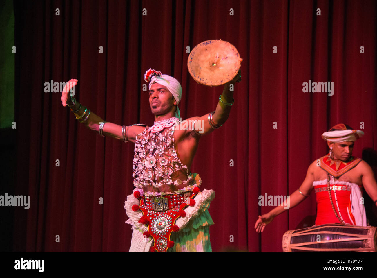 Traditional Costumes Sri Lanka High Resolution Stock Photography And Images Alamy