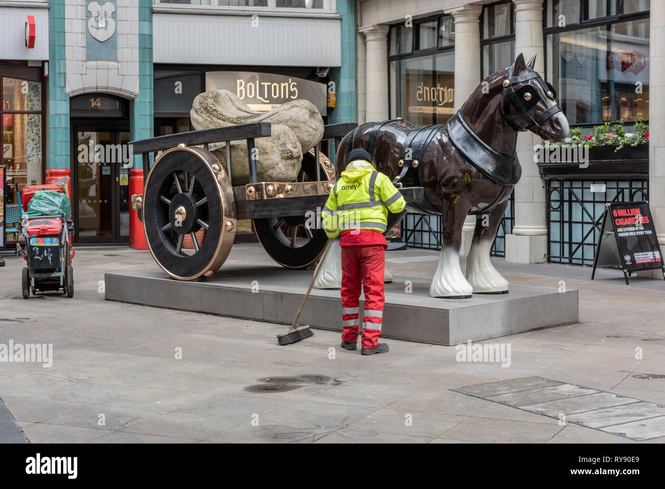 Sarah Lucas's sculpture of 'Perceval' in Cullum St, City of London - Stock Image