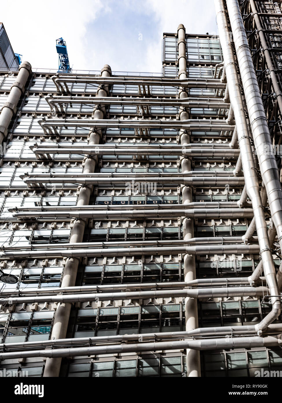 Looking more like a petro-chemical plant than an insurance market, the Lloyds of London building in the City - Stock Image