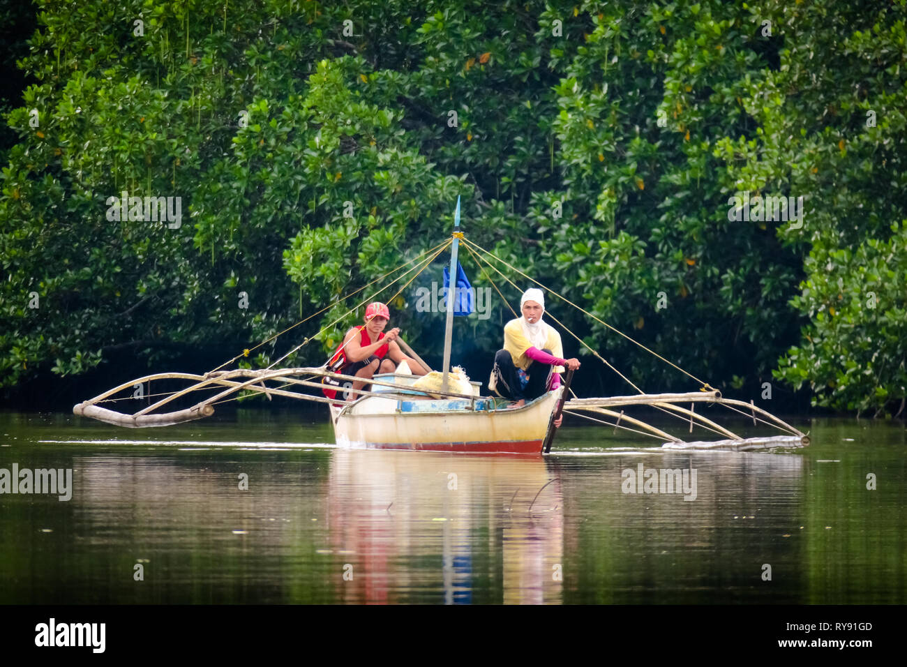 Boat men on the mangrove River Tour - Port Barton, Palawan - Philippines - Stock Image