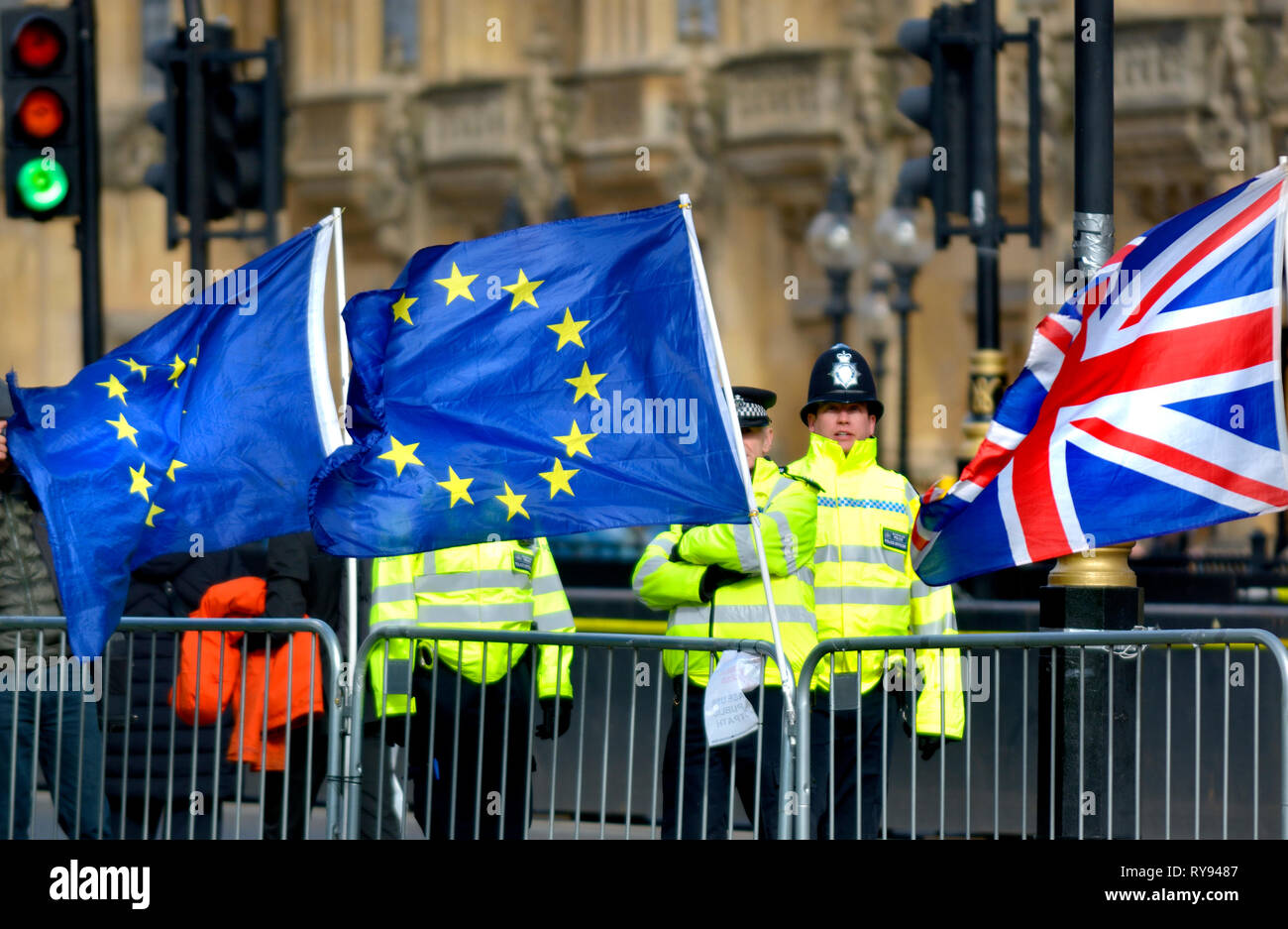 London, England, UK. Metropolitan police officers policing the daily anti-Brexit protest outside the Houses of Parliament - Stock Image