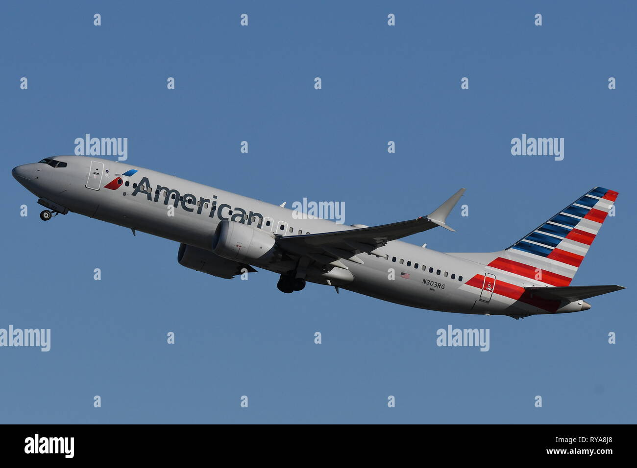 BOEING 737-MAX8 (N303RG) OF AMERICAN AIRLINES - Stock Image