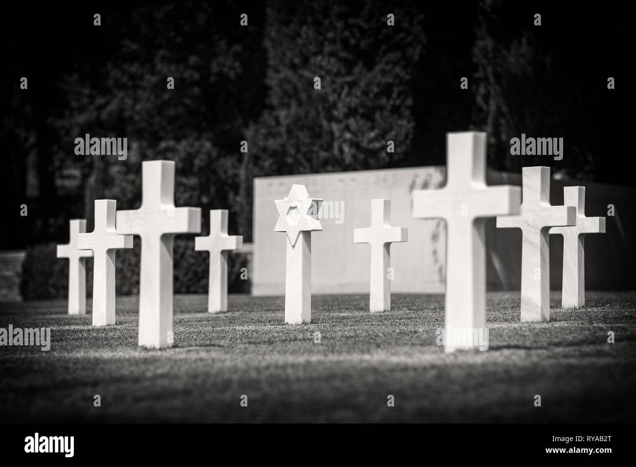 Grabkreuze auf dem Friedhof in Rhone American Cemetery and Memorial, Draguignan, Frankreich, 30.08.2018 Bildnachweis: Mario Hommes / HH-Photography Stock Photo