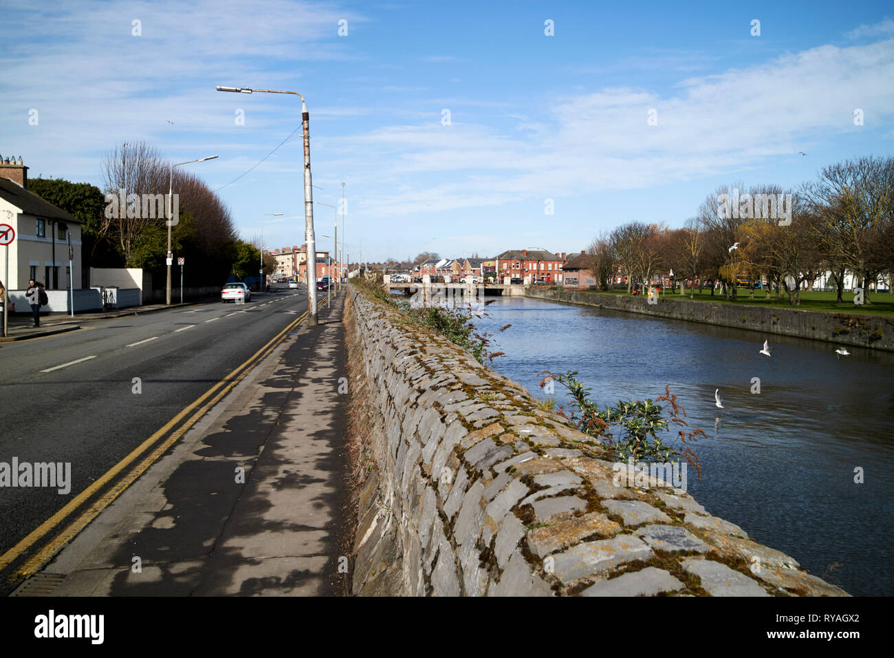 view of the east wall road river tolka riverbank and fairview park north dublin Dublin Republic of Ireland Europe - Stock Image