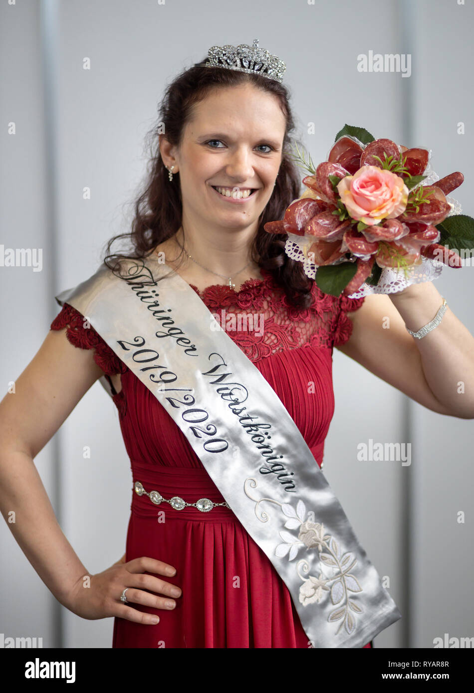 Erfurt, Germany. 13th Mar, 2019. The new sausage queen Jenifer Risch poses with a bouquet of sausages on the 23rd Day of Thuringian Sausage Specialities. The event takes place as part of the Thuringia exhibition (9.-17.3.) at Messe Erfurt. Credit: Michael Reichel/dpa/Alamy Live News Stock Photo