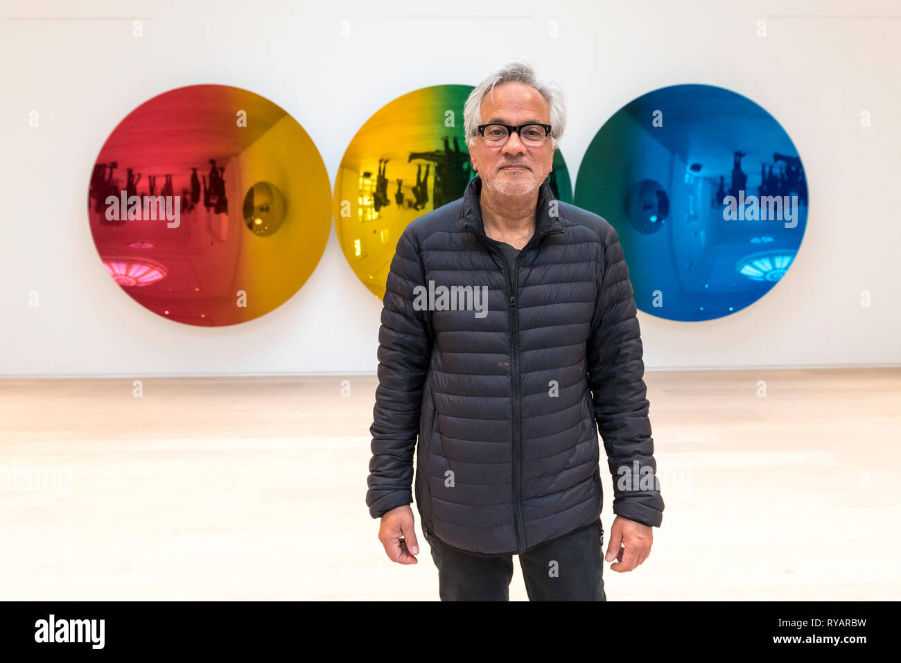 London, UK.  13 March 2019. Anish Kapoor poses next to his work 'Red to Blue', 2016.  Photocall for the launch of a solo exhibition by Anish Kapoor, at the restored Pitzhanger Manor and Gallery, in Ealing.  The exhibition runs 16 March to 18 August 2019. Credit: Stephen Chung / Alamy Live News - Stock Image