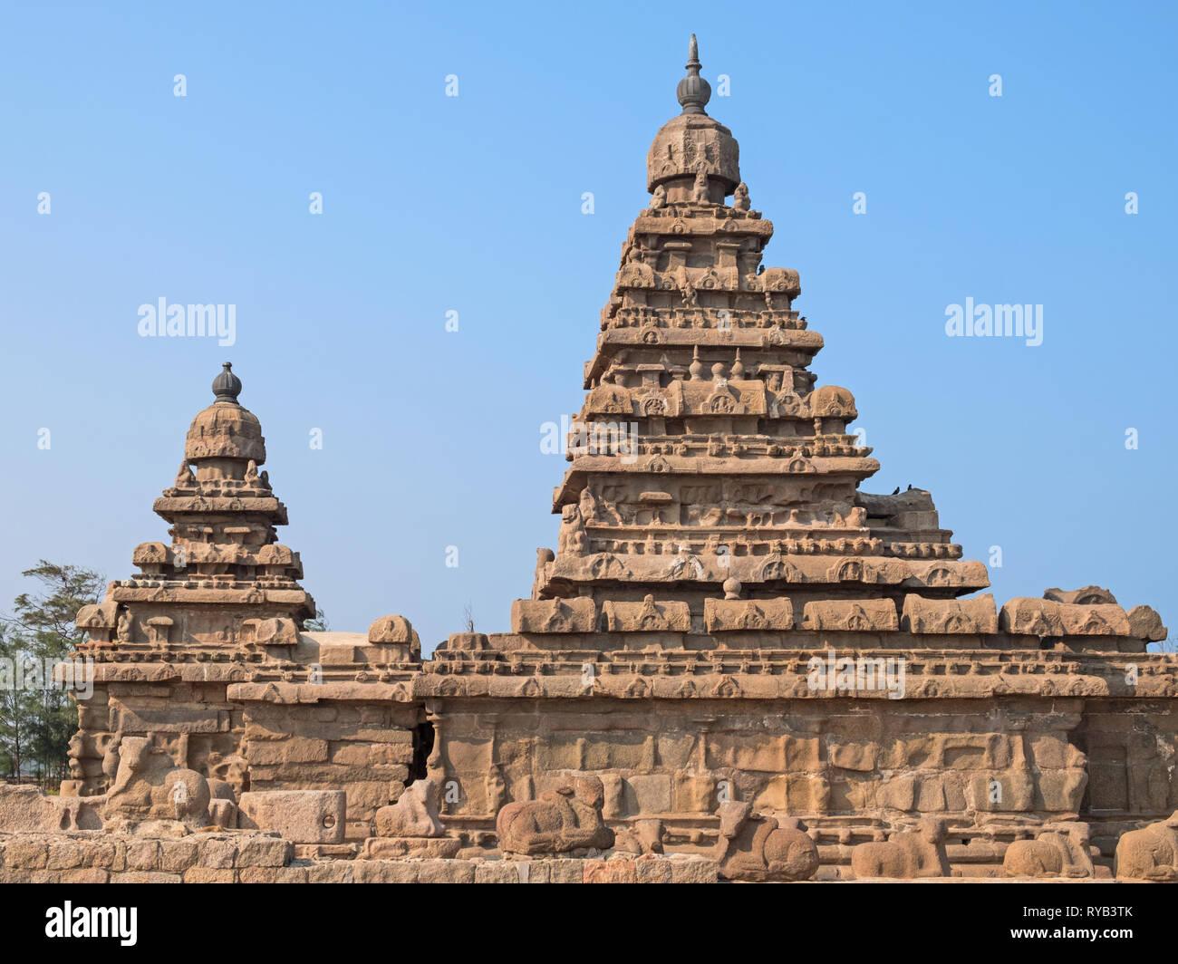 The Shore Temple at Mamalapuram on the Coromandel coast of Tamil Nadu, India, built in the 8th century - Stock Image