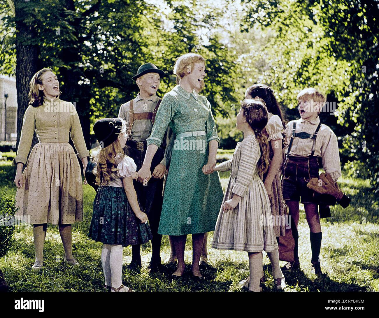 CHARMIAN CARR, KYM KARATH, NICHOLAS HAMMOND, JULIE ANDREWS, DEBBIE TURNER, HEATHER MENZIES-URICH,DUANE CHASE, THE SOUND OF MUSIC, 1965 - Stock Image