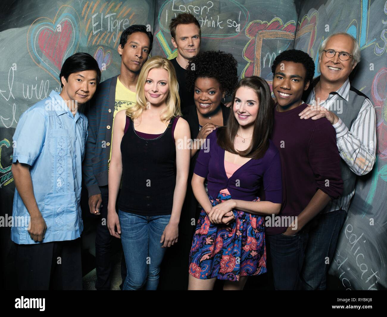 KEN JEONG, DANNY PUDI, GILLIAN JACOBS, JOEL MCHALE, YVETTE NICOLE BROWN, ALISON BRIE, DONALD GLOVER,CHEVY CHASE, COMMUNITY, 2009 - Stock Image