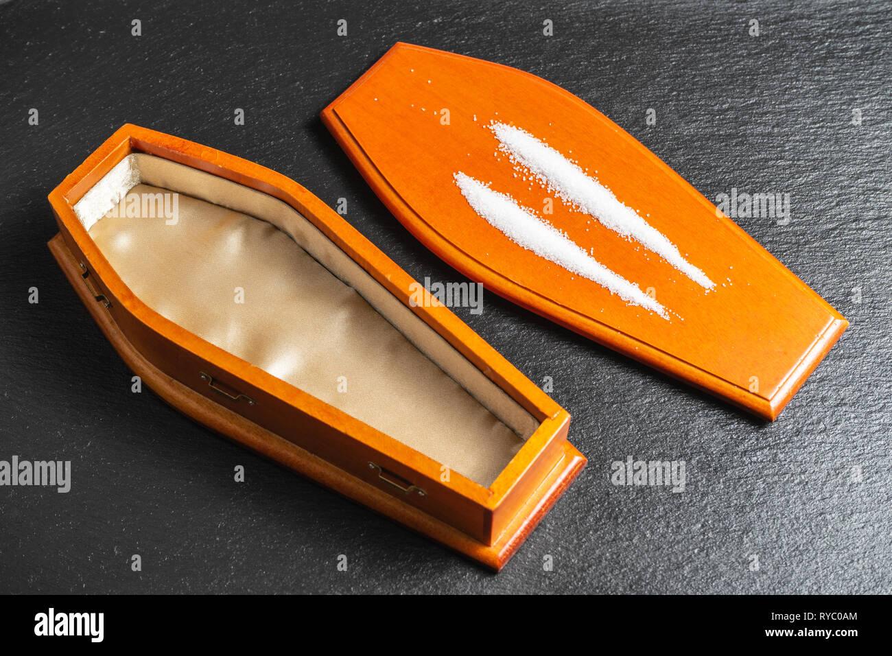 Drug Overdose.Drugs kill concept.Cocaine Lines on coffin lid - Stock Image