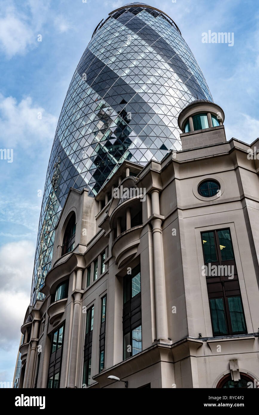 The 'Gherkin' towers over Fitzwilliam House in St Mary Axe - Stock Image