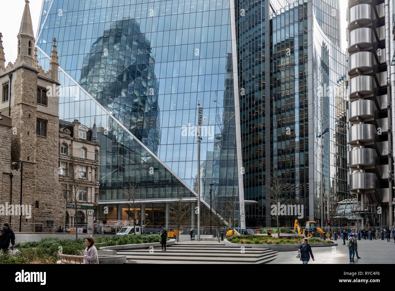 The 'Scalpel', Willis Building and Lloyds Building dominate the south side of Leadenhall St in the City of London - Stock Image