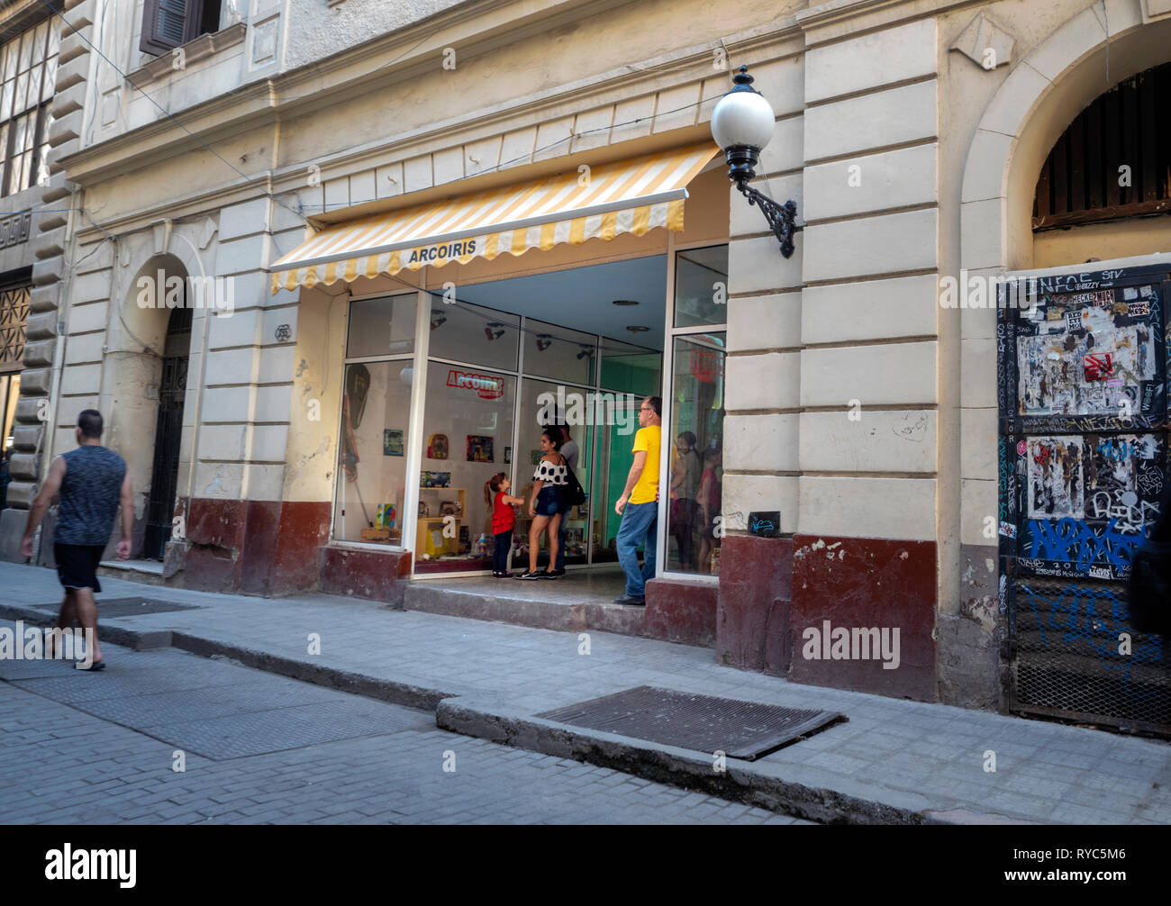 186a62d1 Waiting for a toy shop to open on Obispo shopping street in the centre of  Havana