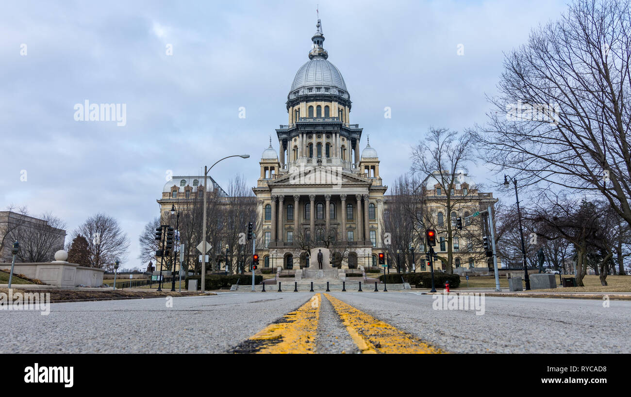 Yellow lines and pot holes on the road leading up to the state capitol building in Springfield, Illinois. - Stock Image