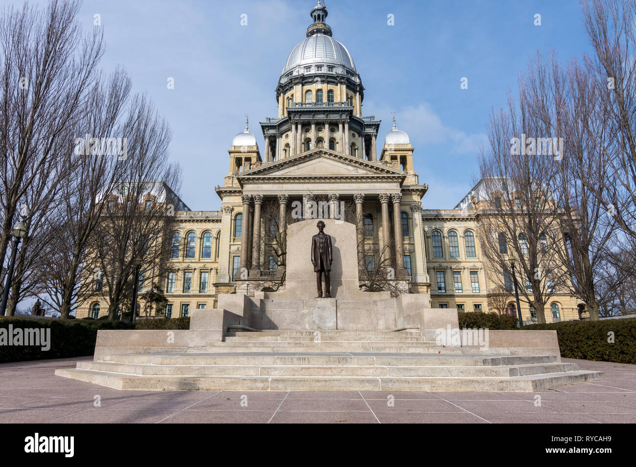 Abraham Lincoln statue standing proud in front of the state capitol building in Springfield, Illinois. - Stock Image