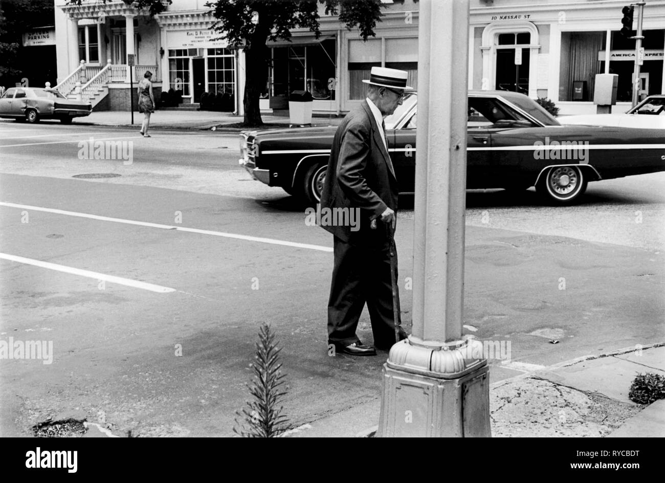Princeton New Jersey USA 1969. An old man  crosses the street using a walking stick and  wearing a Panama hat Nassau street, 1960s 60's US HOMER SYKES - Stock Image