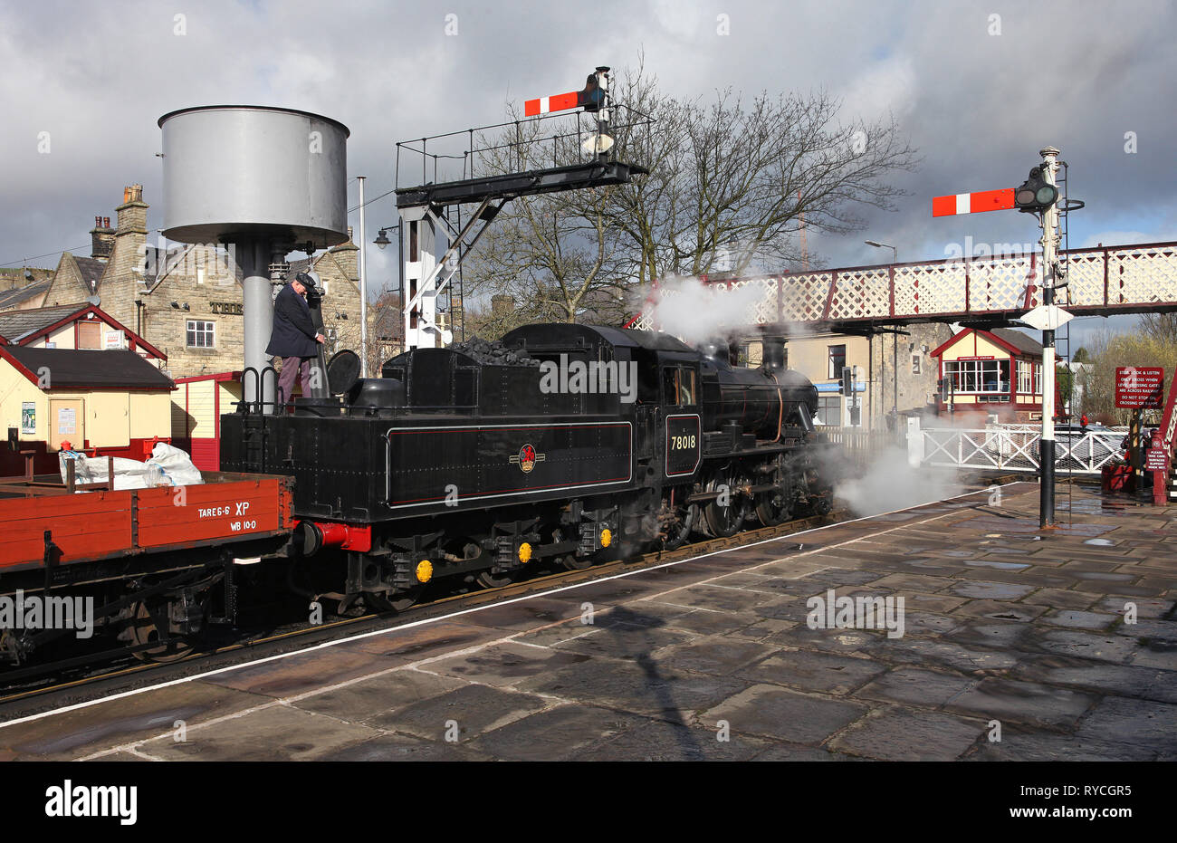 Standard 2 78018 waters at Ramsbottom station. Stock Photo