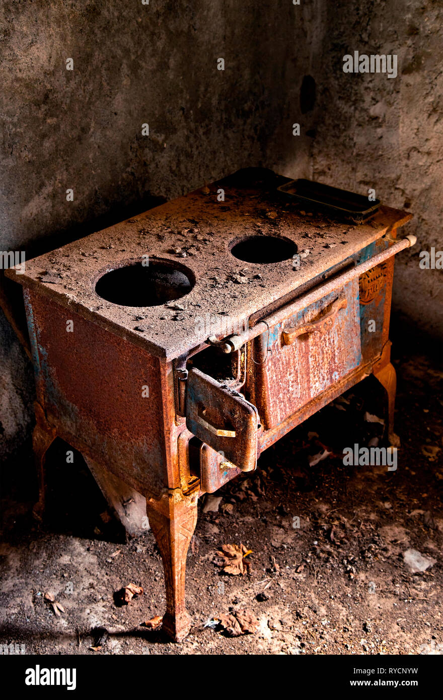 Old stove in an abandoned house in Kalami, a 'ghost village' in Viannos county, Crete, Greece. - Stock Image