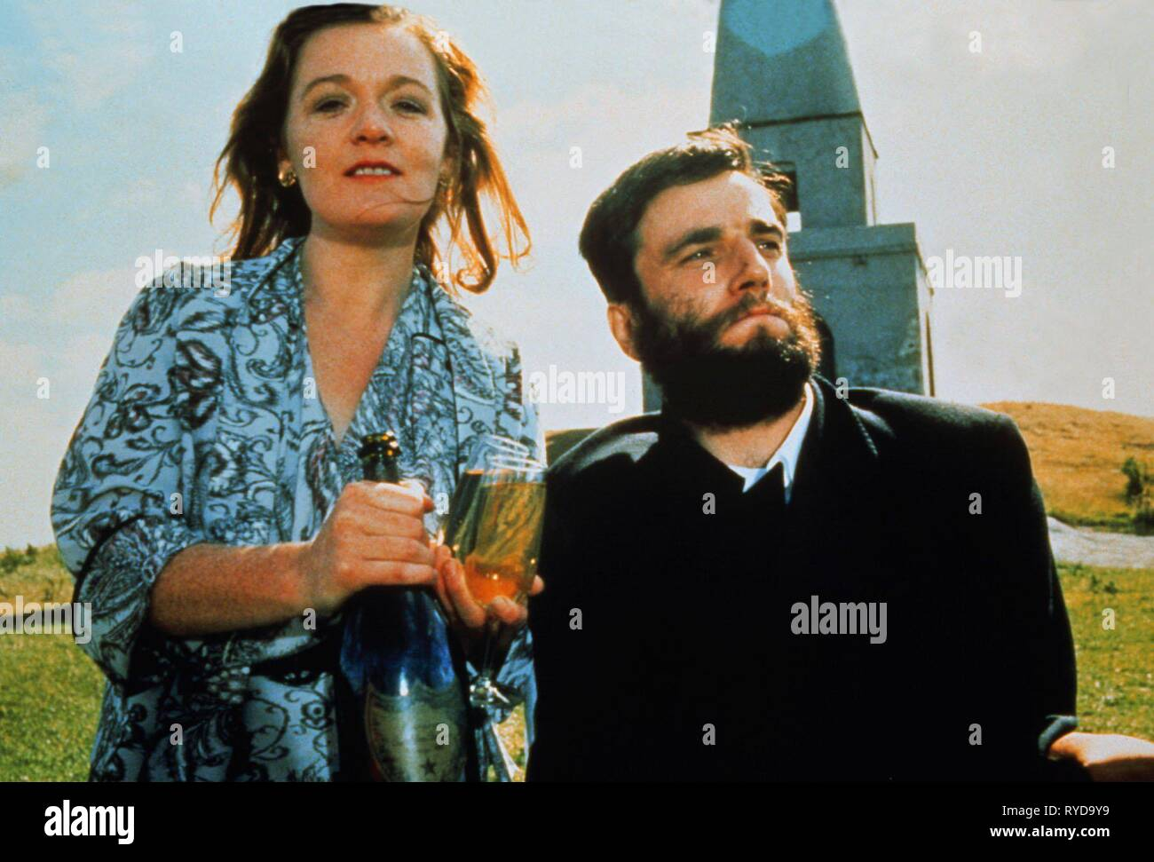 RUTH MCCABE, DANIEL DAY-LEWIS, MY LEFT FOOT, 1989 Stock Photo