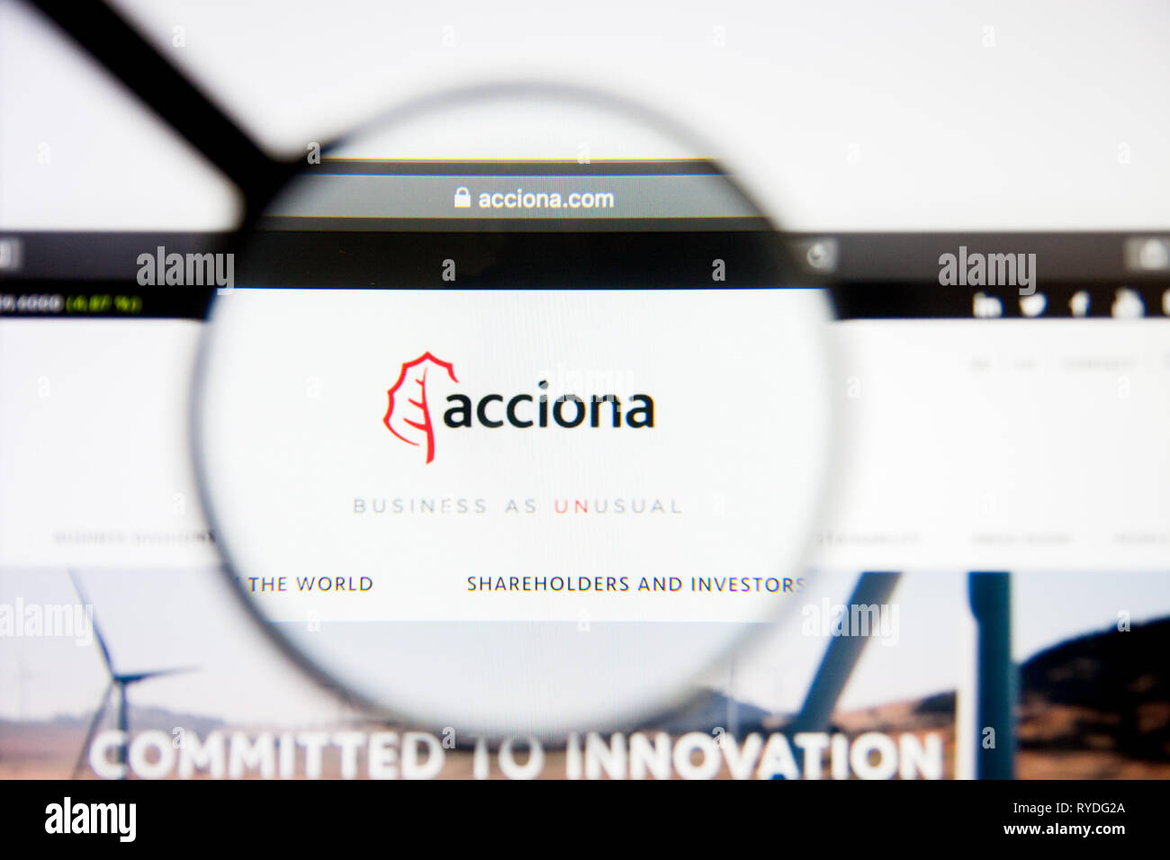 Los Angeles, California, USA - 5 March 2019: Acciona website homepage. Acciona logo visible on display screen, Illustrative Editorial - Stock Image