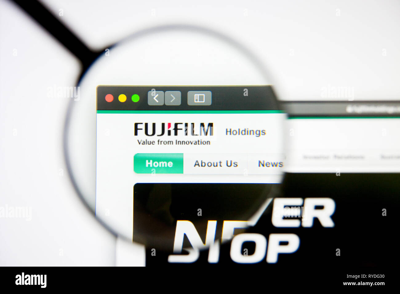Los Angeles, California, USA - 5 March 2019: Fujifilm Holdings website homepage. Fujifilm Holdings logo visible on display screen, Illustrative - Stock Image