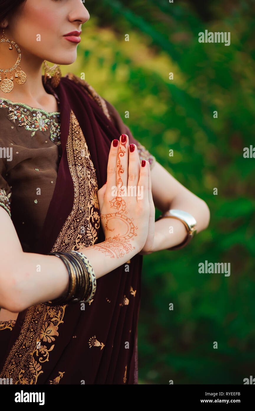 fe2a2e55c henna wedding design, Woman Hands with black mehndi tattoo. Hands of Indian  bride girl with black henna tattoos. Fashion. India