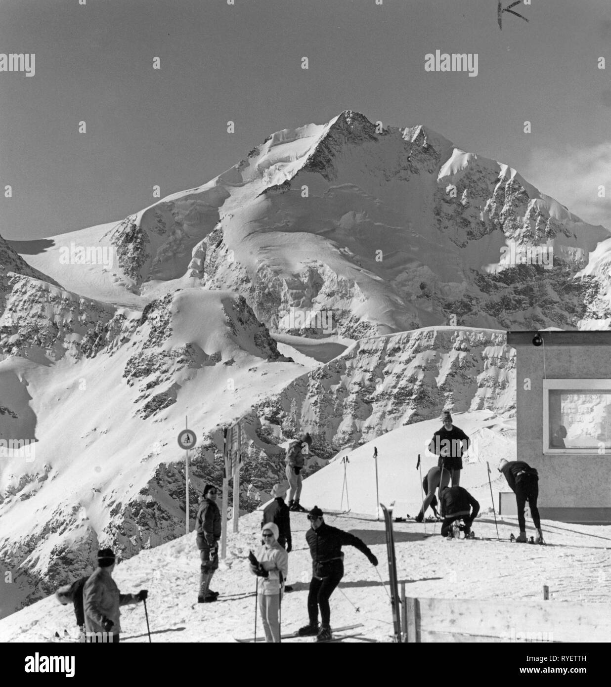 sports, winter sports, skiing, skiers at mountain top station, Pontresina, Upper Engadine, Switzerland, 1960s, Additional-Rights-Clearance-Info-Not-Available Stock Photo