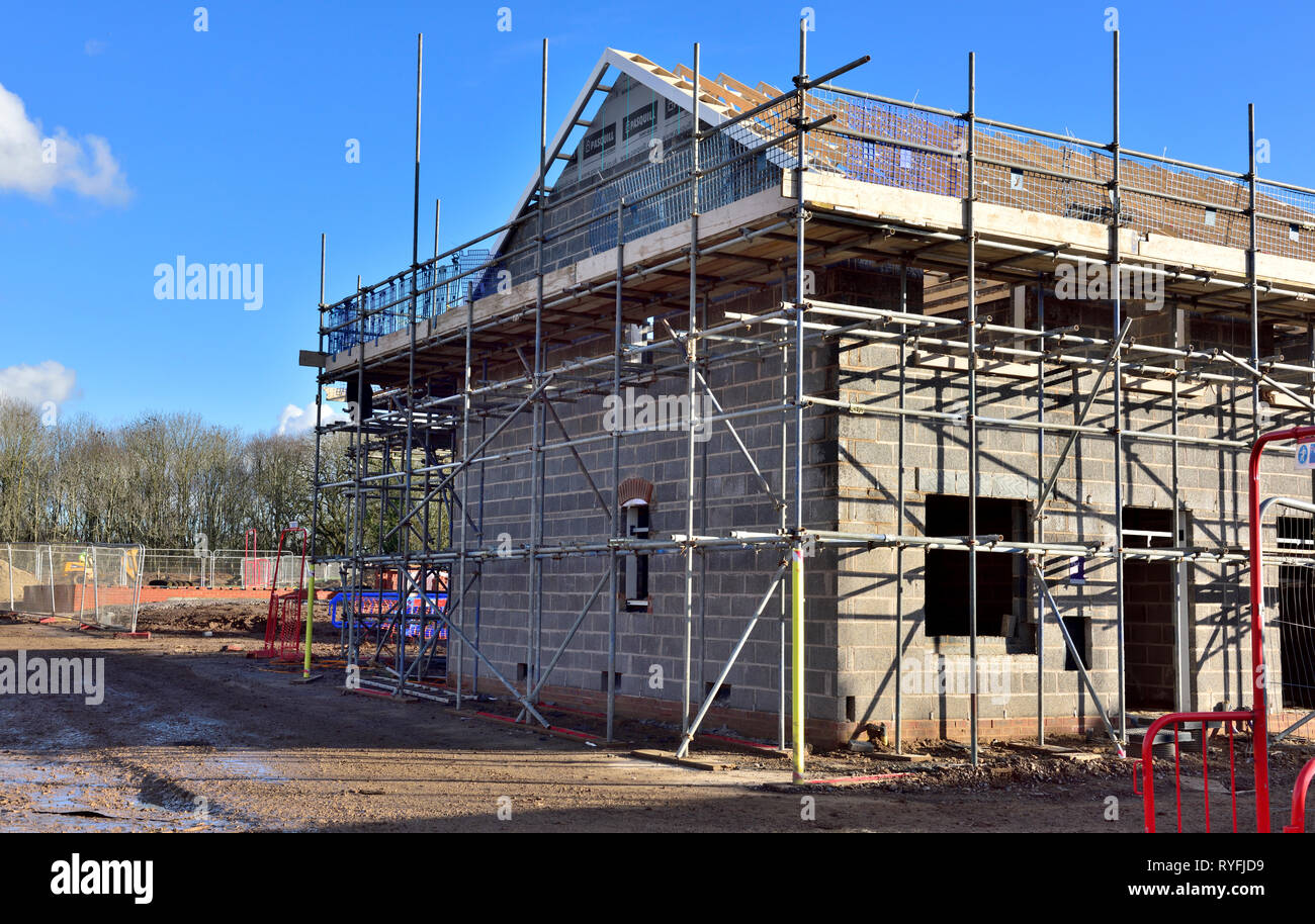 New build construction of apartments with inner skin of concrete blocks and factory build roofing, England - Stock Image