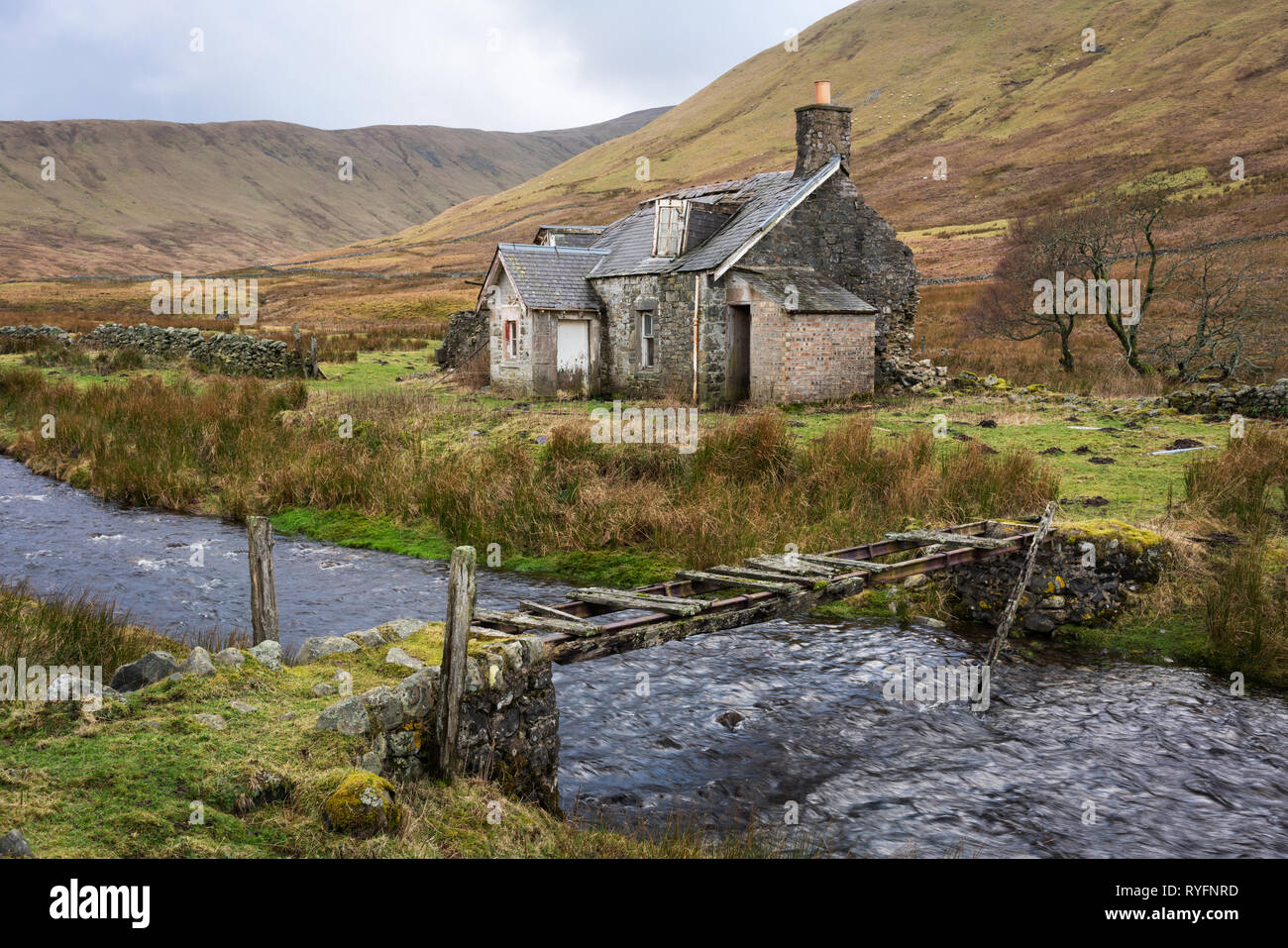 A traditional shepherds cottage falling into disrepair. The location is in the heart of the Southern Uplands and is very isolated with no access road. - Stock Image