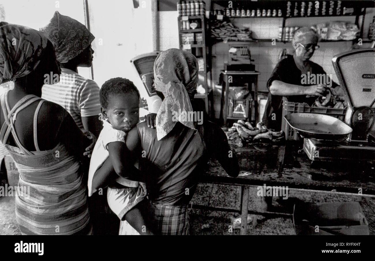 Women Shopping in times of civil war, Luanda, Angola - Stock Image
