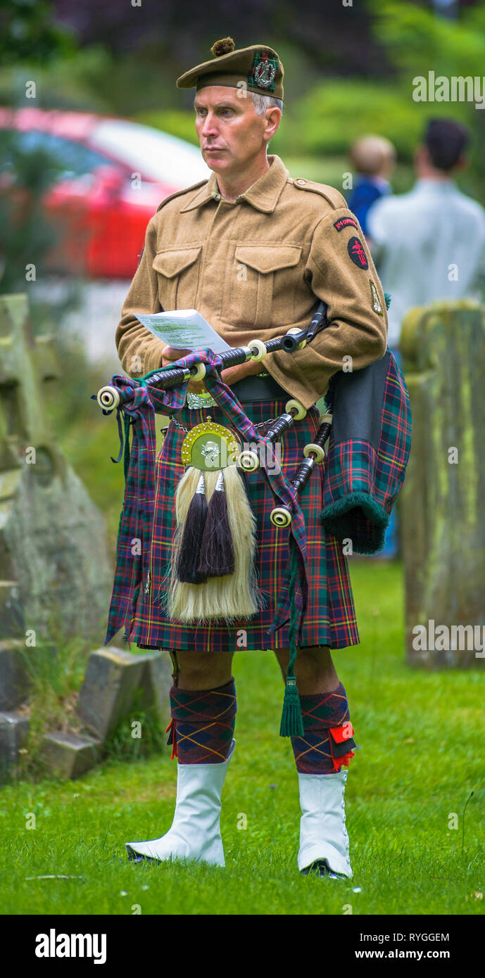 Woodhall Spa 1940s Festival - Scottish soldier piper with bagpipes at Remembrance Service at the start of the festival Stock Photo