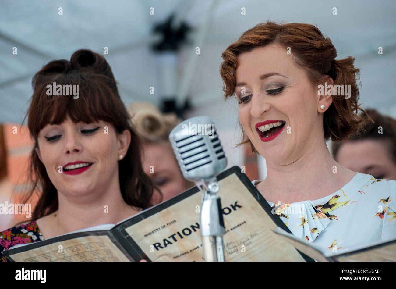 Woodhall Spa 1940s Festival - Military Wives Choir singing in traditional 1940s outfits Stock Photo