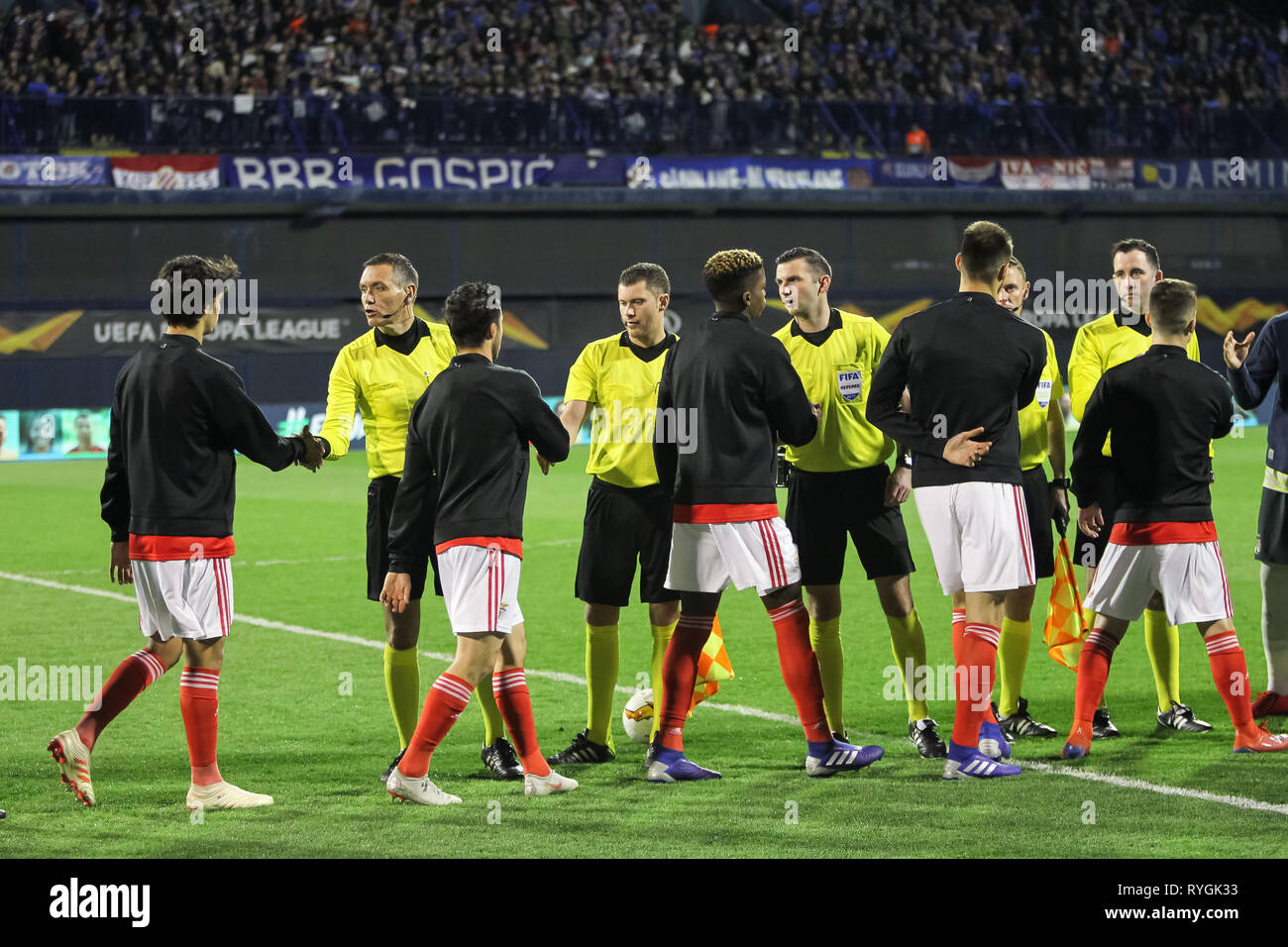 Zagreb, Croatia. 07th Mar, 2019. Referees welcome Benfica players during the first match of the eighth finals Uefa Europa League between Dinamo Zagreb - Stock Image