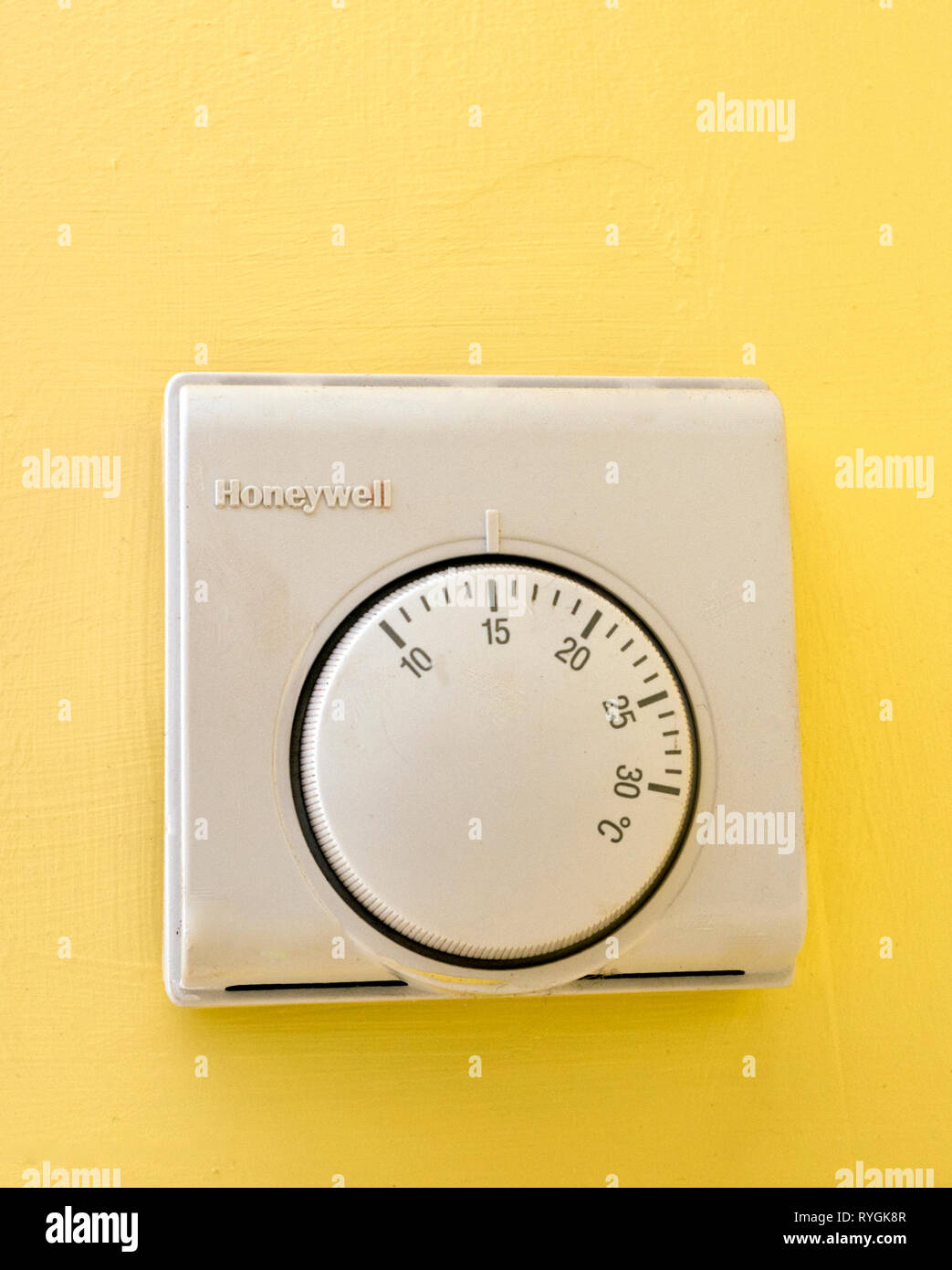 Honeywell Central Heating Analogue Room Thermostat Temperature Control, UK - Stock Image