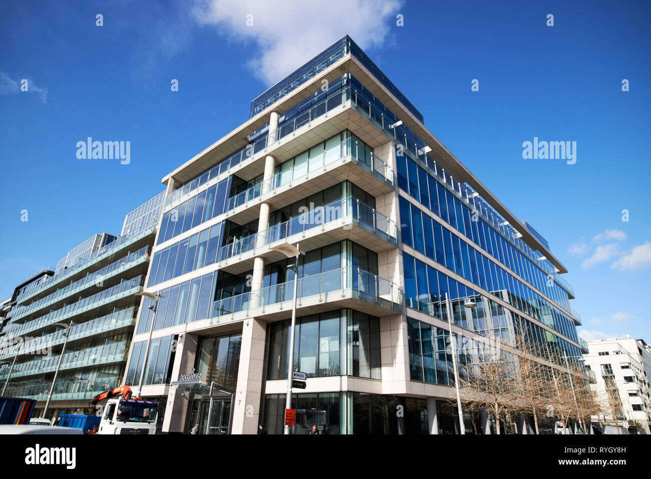 accenture offices in hanover quay in dublins docklands dublin 2 Dublin Republic of Ireland Europe - Stock Image