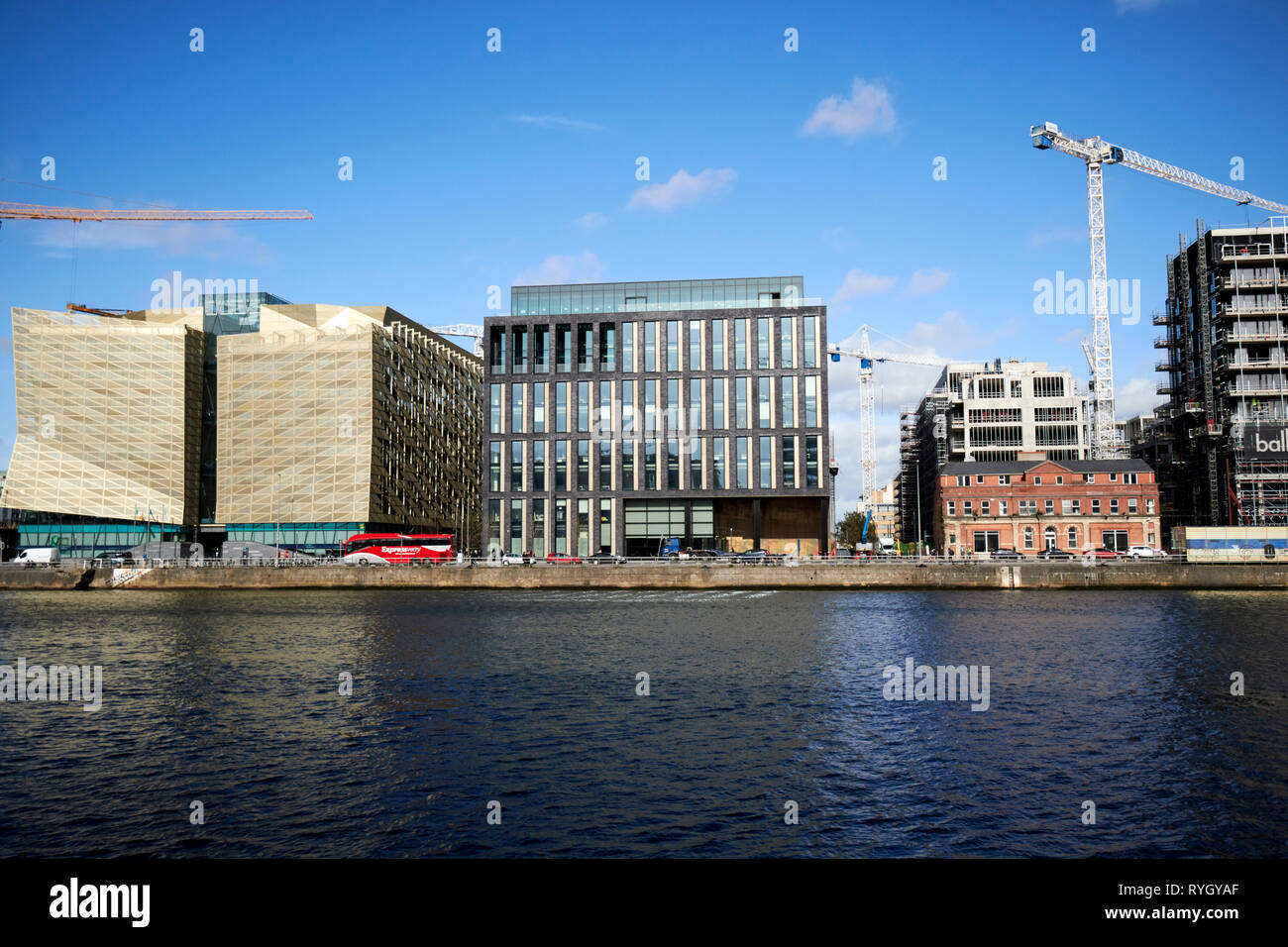 cental bank of ireland 1 and 2 dublin landings and cranes and new office developments at dublin landings in the north wall quay docklands waterfront r - Stock Image