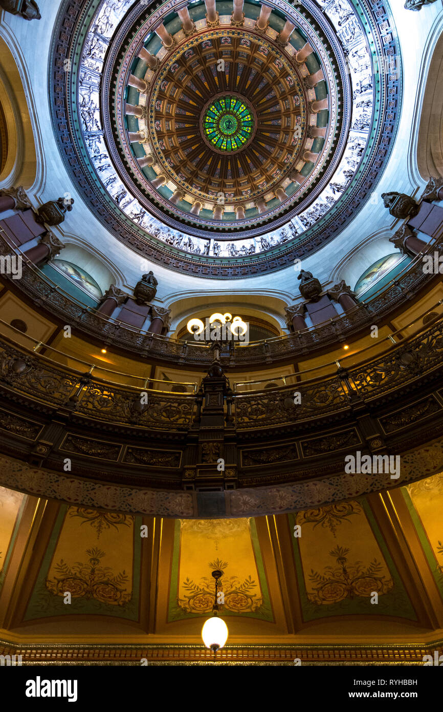 SPRINGFIELD, IL/USA - MARCH 10, 2019: Inside the beautifully ornate rotunda within the state capitol building as light enters through the stained glas - Stock Image