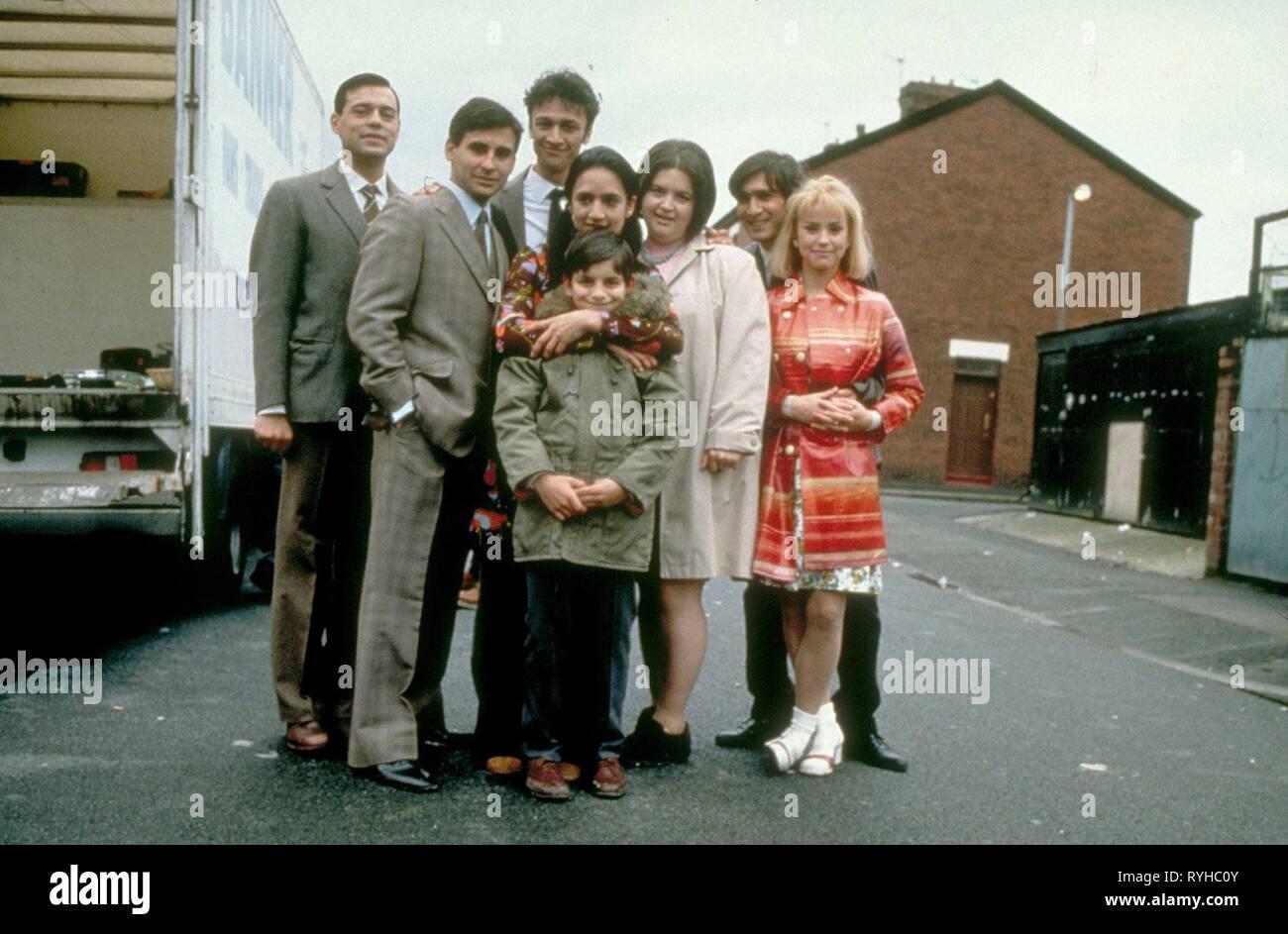 EMIL MARWA, RAJI JAMES, CHRIS BISSON, ARCHIE PANJABI, JORDAN ROUTLEDGE, RUTH JONES, JIMI MISTRY, EMMA RYDAL, EAST IS EAST, 1999 - Stock Image