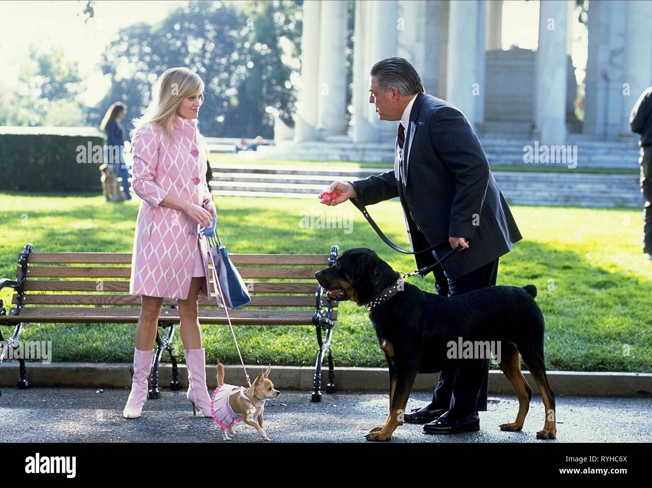 REESE WITHERSPOON, BRUCE MCGILL, LEGALLY BLONDE 2: RED  WHITE and BLONDE, 2003 - Stock Image