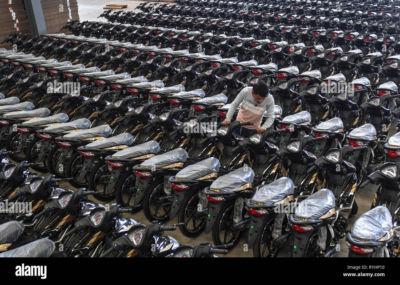 190313) -- RUILI, March 13, 2019 (Xinhua) -- Completed motorcycles