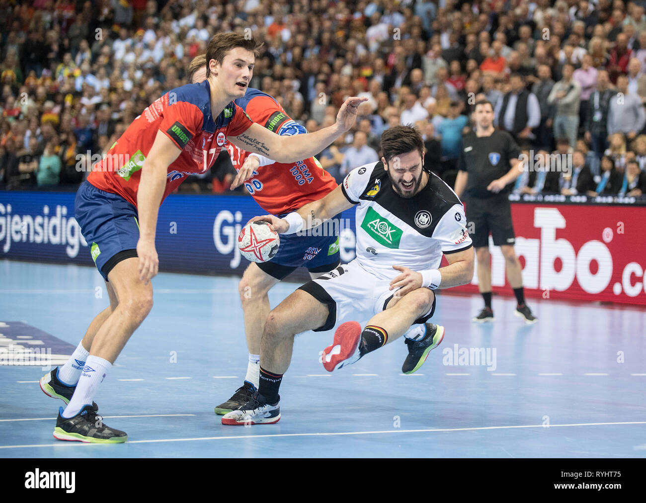 Hamburg, Deutschland. 25th Jan, 2019. Tim Suton r. (GER) in duels versus Magnus ROD (NOR), Action, Semifinals Germany (GER) - Norway (NOR) 25 - 31, on 25.01.2019 in Hamburg/Germany. Handball World Cup 2019, from 10.01. - 27.01.2019 in Germany/Denmark.   usage worldwide Credit: dpa/Alamy Live News Stock Photo