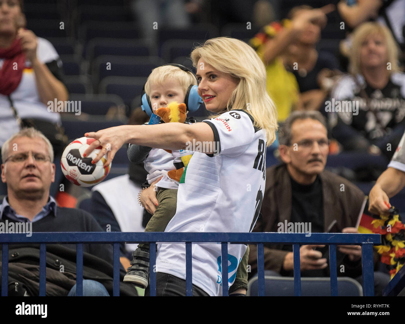 Hamburg, Deutschland. 25th Jan, 2019. Astrid ROGGISCH, wife of Oliver ROGGISCH (Team Coordinator, GER/not pictured) with son on the Tribuene, semi final Germany (GER) - Norway (NOR) 25 - 31, on 25.01.2019 in Hamburg/Germany. Handball World Cup 2019, from 10.01. - 27.01.2019 in Germany/Denmark. | usage worldwide Credit: dpa/Alamy Live News Stock Photo