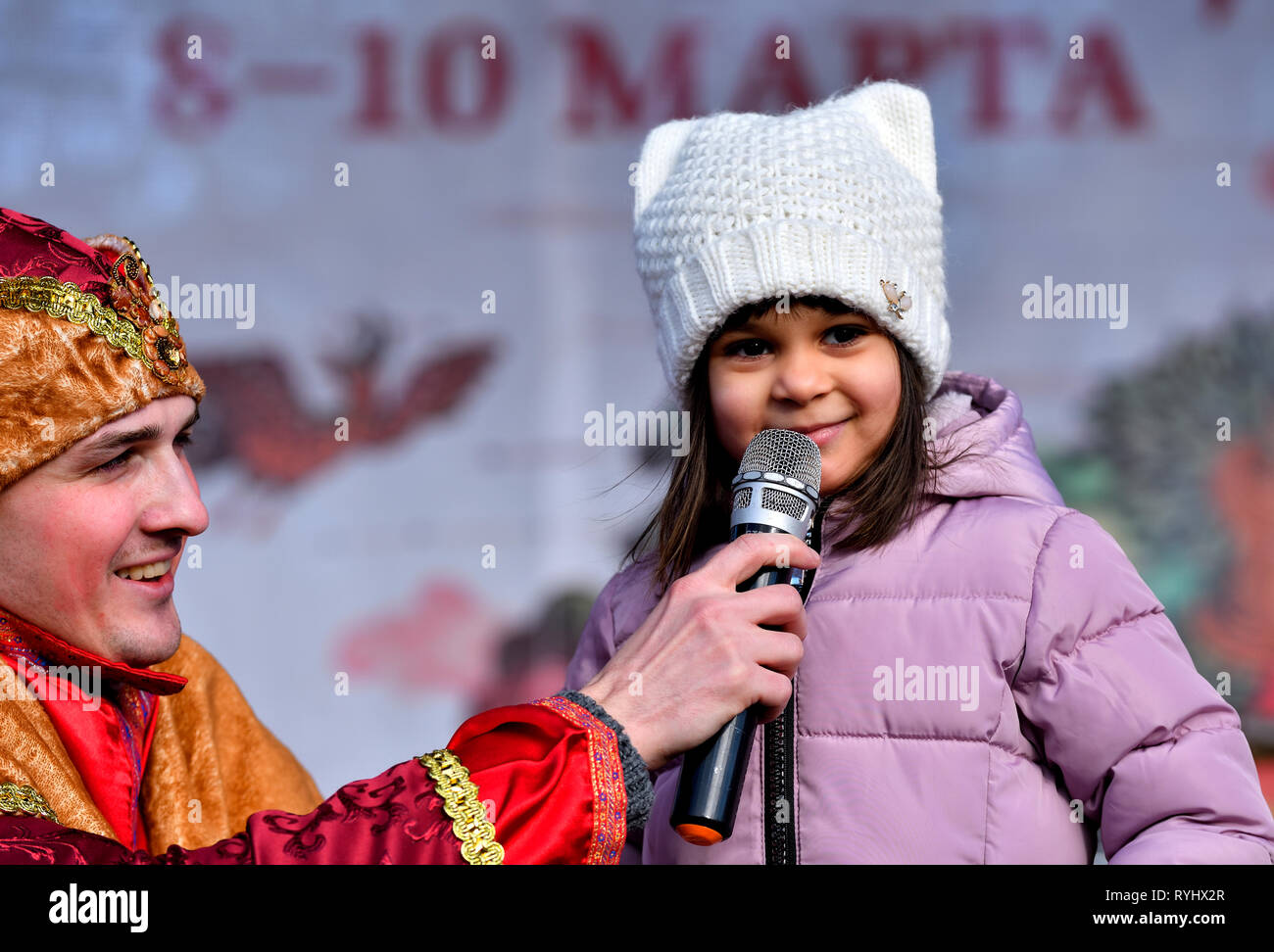 The girl and the clown. Farewell to winter. - Stock Image