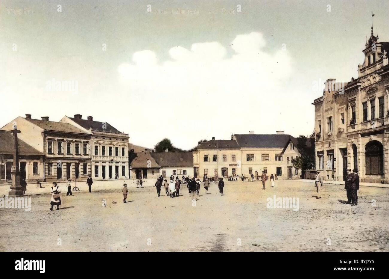 Buildings in Vsetín, Dolní náměstí (Vsetín), Christian crosses, 1909 postcards, Vsetin, 1909, Posta - Stock Image