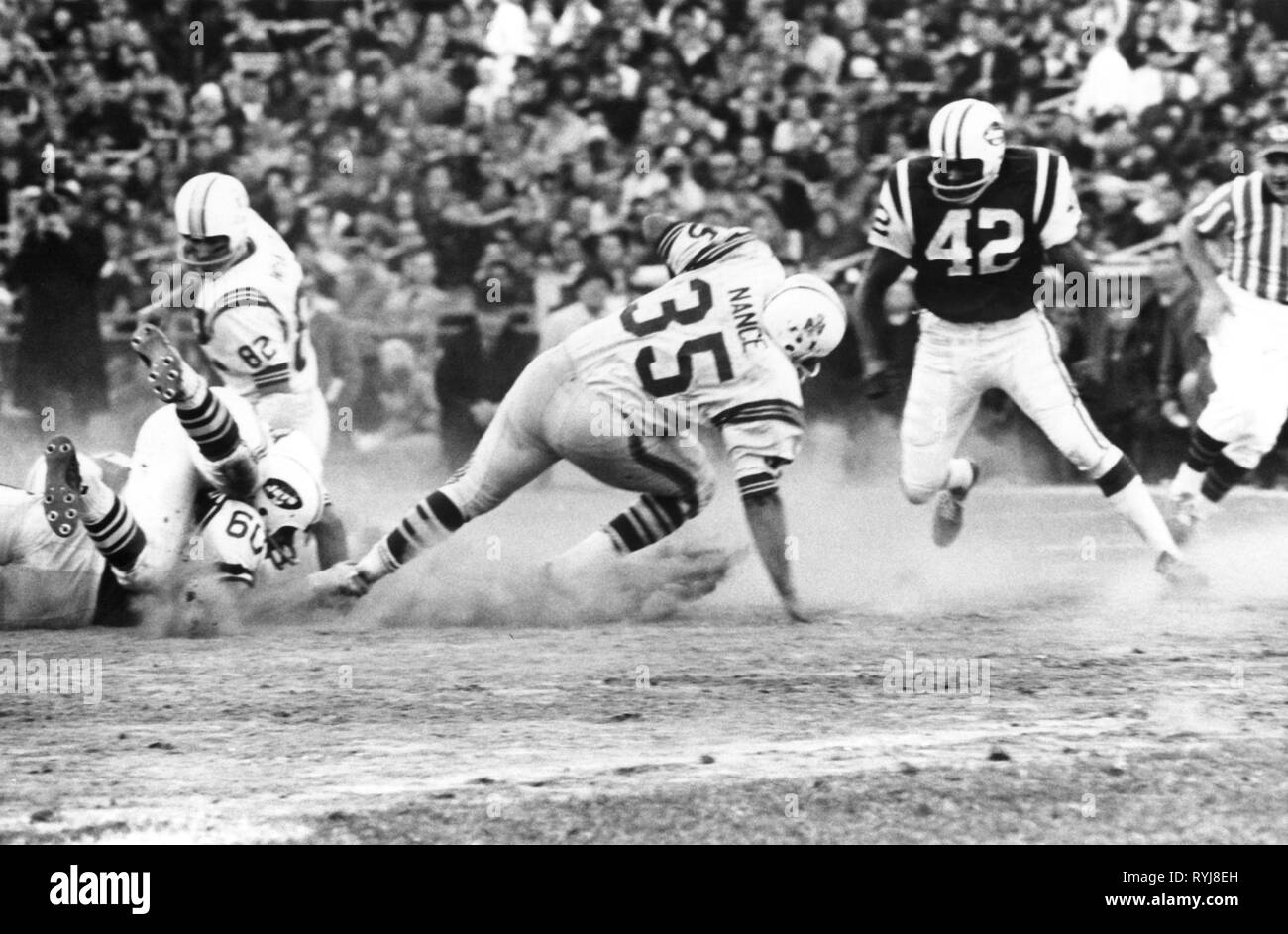 sports, American Football, game Boston Partiots versus New York Jets, fullback Jim Nance (Boston during an attack, circa 1970, Additional-Rights-Clearance-Info-Not-Available - Stock Image