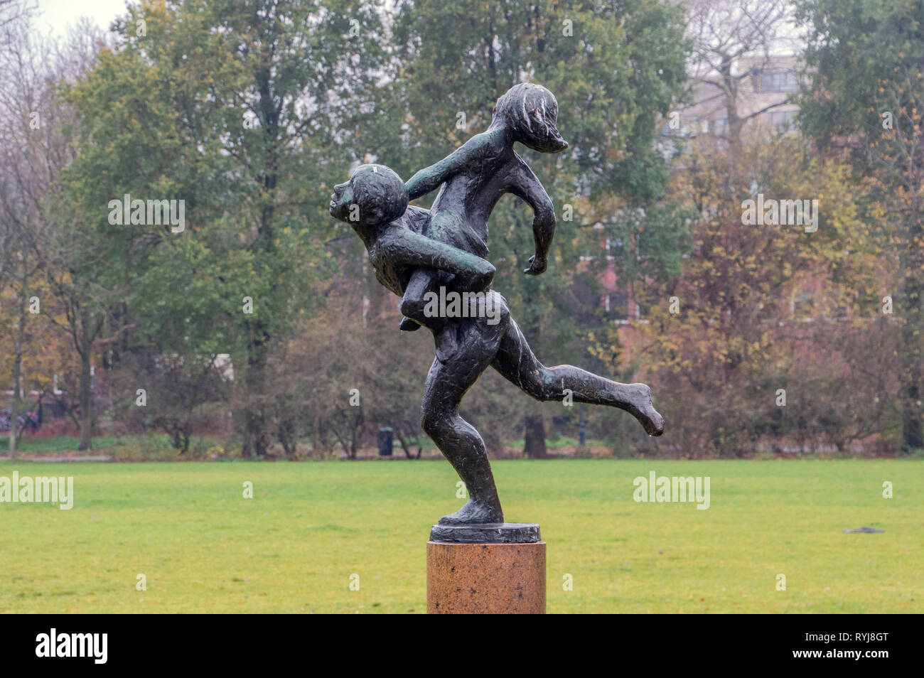 Spelende Kinderen Statue At Amsterdam The Netherlands 2018 Stock Photo
