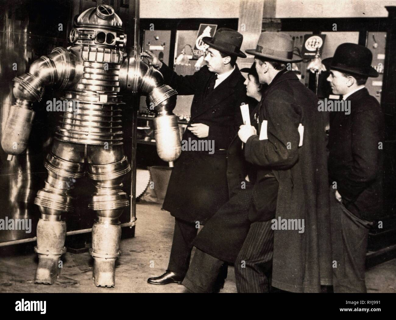 diving, atmospheric diving suit, presentation by the constructor Joseph Salim Peress, Navigation Exhibition, Olympia, London, 1925, Additional-Rights-Clearance-Info-Not-Available - Stock Image