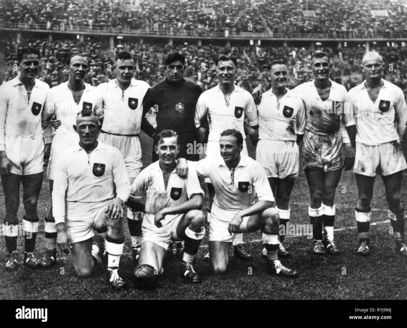 sports, Olympic Games, Berlin 1936, handball, German team after victory against Austria in the final, Additional-Rights-Clearance-Info-Not-Available - Stock Image