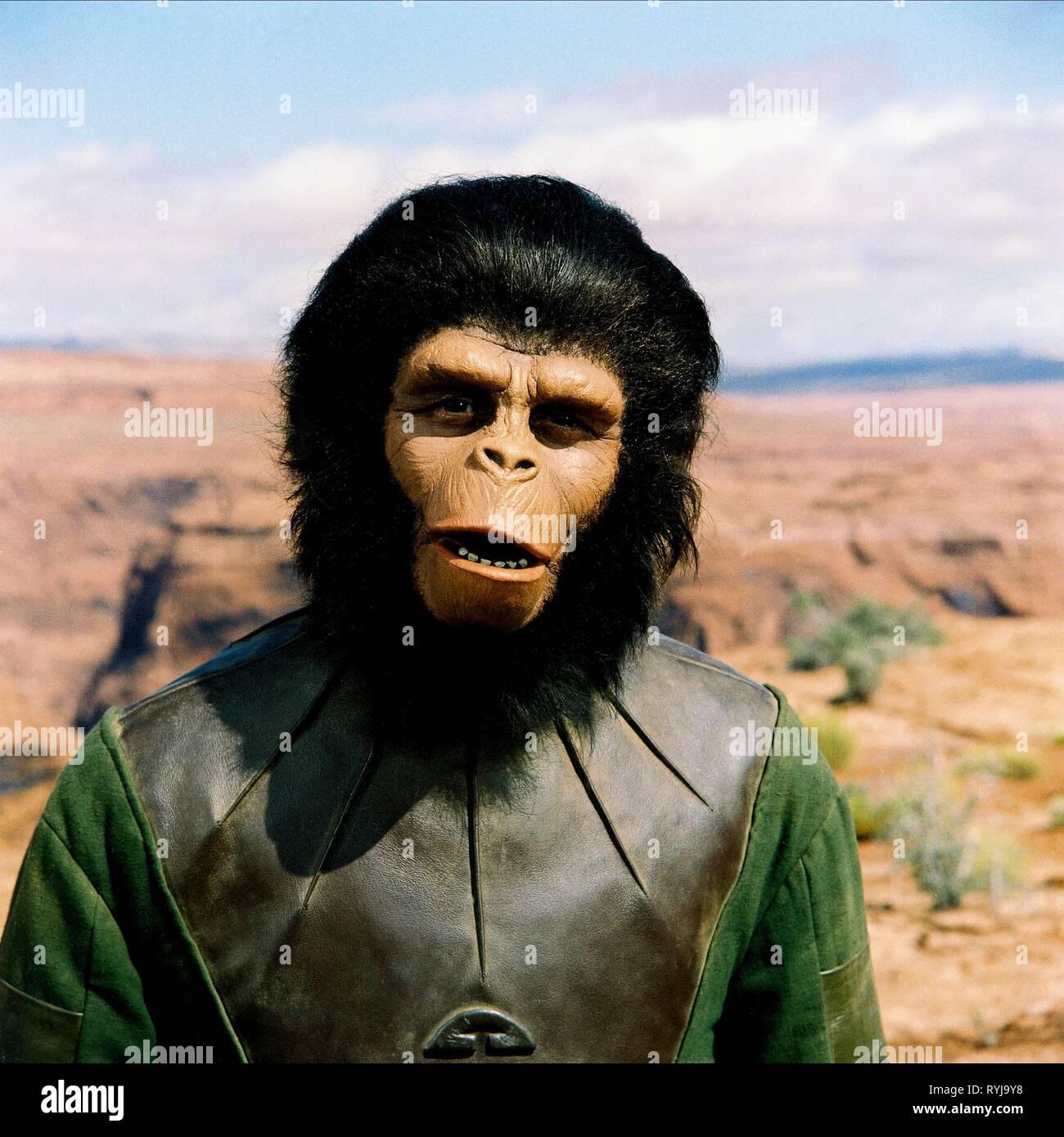 roddy-mcdowall-planet-of-the-apes-1968-RYJ9Y8.jpg